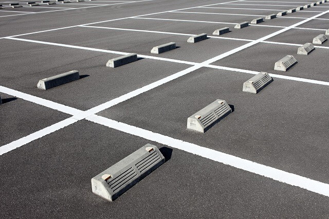 >駅前立地・駐車場ビルに存在